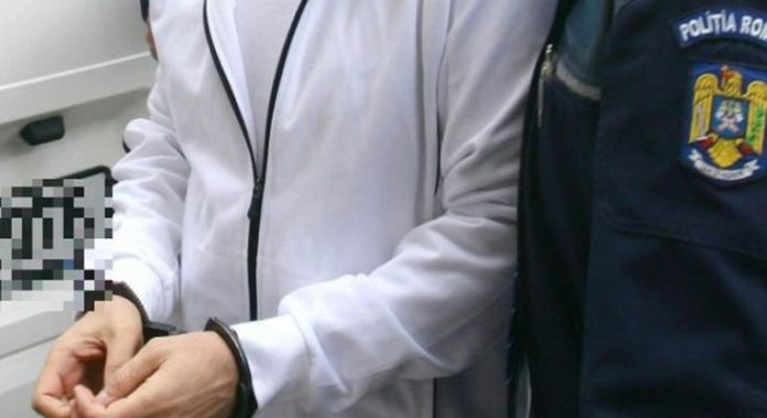 Adolescent arestat pentru a doua oară în ultimele șase luni; este acuzat că a furat bunuri din sediile unor societăți