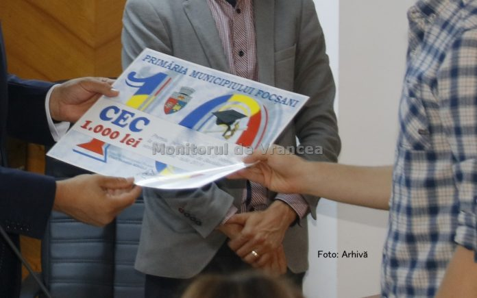 Primăria Focșani premiază absolvenții de 10 de la Bacalaureat și Evaluarea Națională